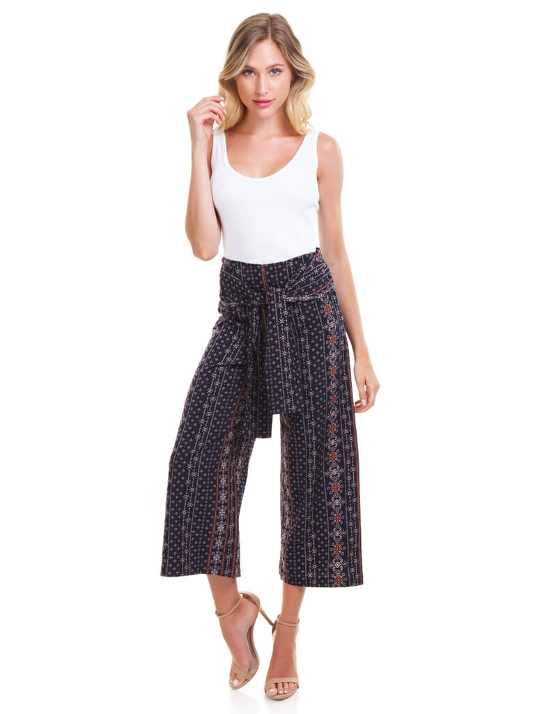 Moon River Wide Leg Pant With Waist Tie in Navy